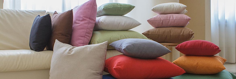 Cuscini arredo per divani dettagli di stile morbidissimi - Cuscini arredo divano ...