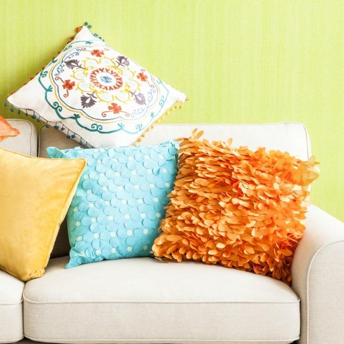 Cuscini arredo per divani idee per il design della casa for Cuscini arredo design
