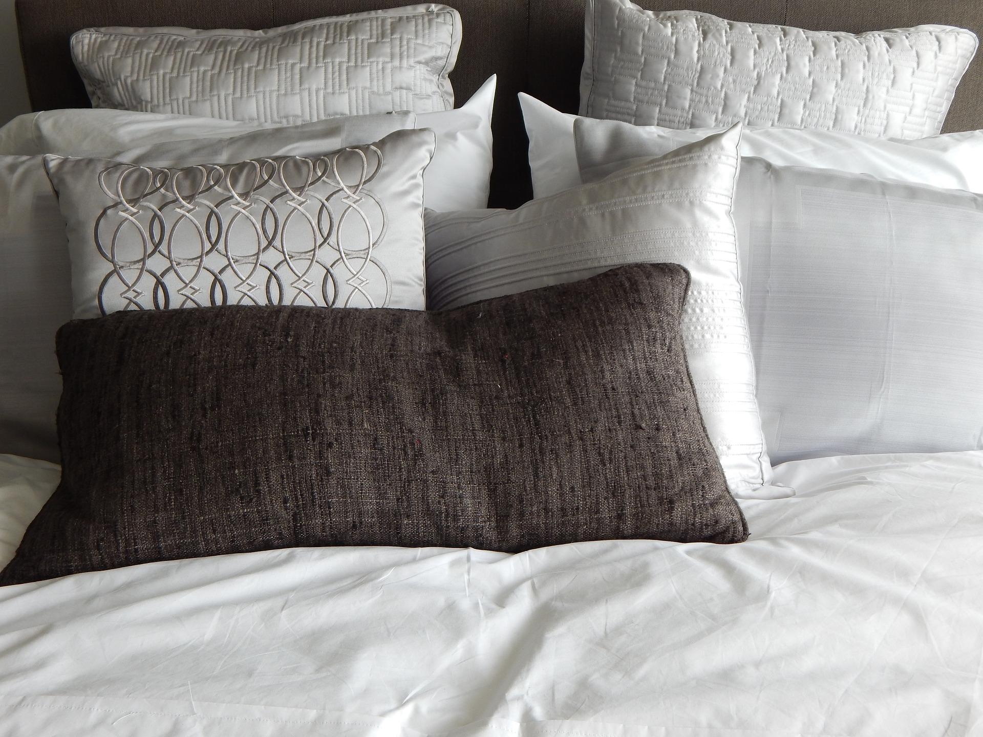 Cuscini arredo per decorare interni morbidissimi - Spalliera letto con cuscini ...