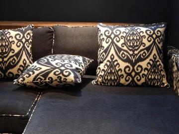 Il vecchio divano diventa shabby chic con i cuscini for Cuscini arredo design