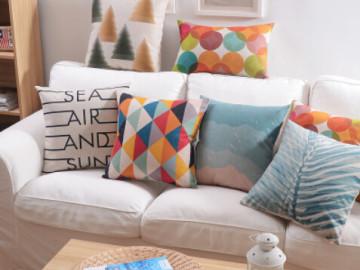 Cuscini colorati per divani